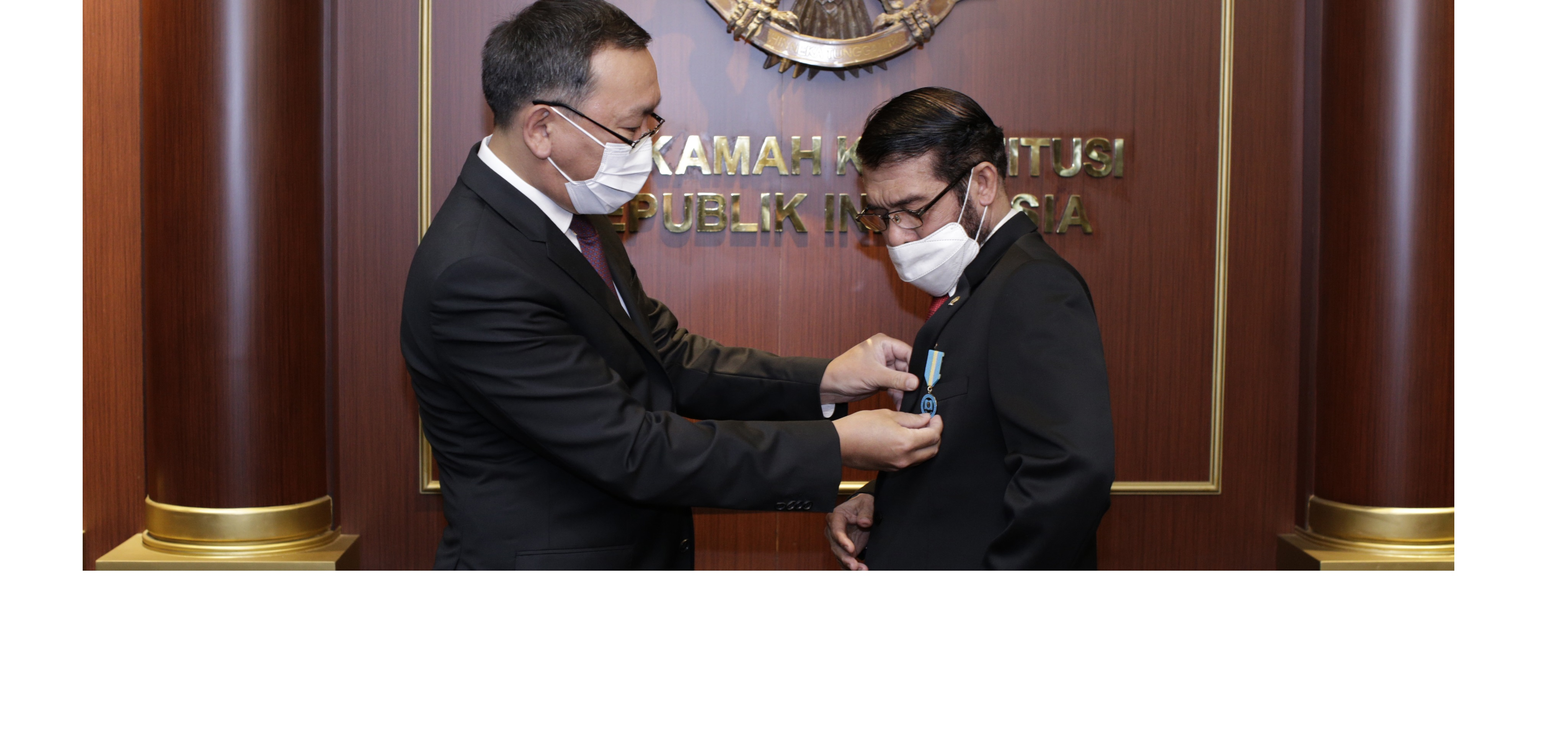 The Constitutional Court of the Republic of Indonesia Receives Commemorative Medal on 25th Anniversary of Kazakhstan's Constitution